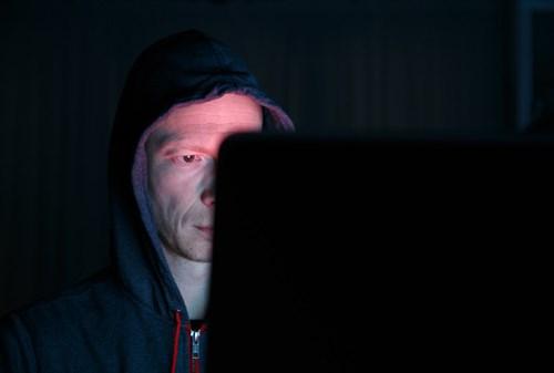 Vô hiệu hóa hoặc che webcam trên máy tính